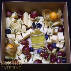 Ассорти сыров №1 (эдем, гауда, маасдам, грецкий орех, изюм, мед)