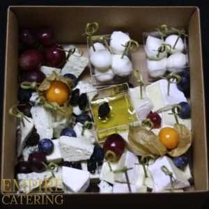 Ассорти сыров №2 (дор-блю, бри, моцарелла, грецкий орех, изюм, мед) №1