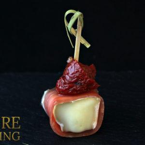 Сыр бри с пармской ветчиной и вяленым томатом (35 гр)
