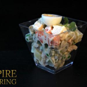 """Салат """"Столичный"""" с говядиной, отварным картофелем, зеленым горошком, отварным яйцом и морковью (50 гр)"""
