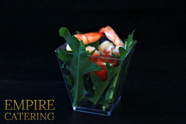 """Салат """"Цезарь"""" с креветками, томатами черри и сыром пармезан (50 гр)"""