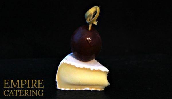 Сыр Бри с виноградом (35 гр)