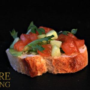 Брускетта с тартаром из лосося и свежего огурца (50 гр)