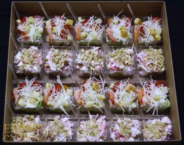 Сет №8 (салат Цезарь с креветками 10 шт, салат с курицей, болгарским перчем и грецким орехом) №2